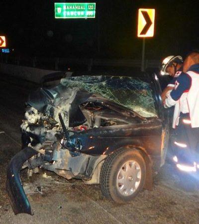 TSURU VS TRAILER: Rescatan a hombre prensado tras chocar contra pesada unidad en la carretera