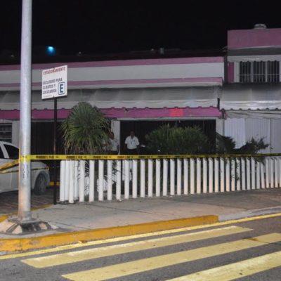 OTRO ASESINATO EN EL CORAZÓN DE LA ZONA HOTELERA: Encuentran a un hombre golpeado en jardinera del mercado 'Coral Negro' en Punta Cancún