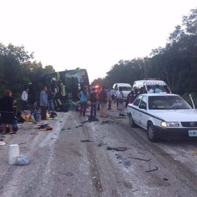 OTRA TRAGEDIA ENLUTA A VIAJEROS: Por 'pestañazo' del chofer, vuelca autobús de 'Tours Acosta' en FCP con saldo de 5 muertos y 42 heridos