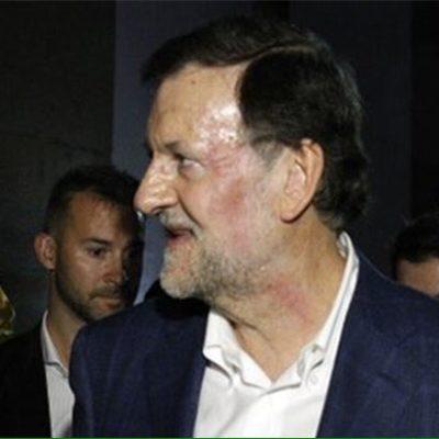 AGREDEN A PRESIDENTE ESPAÑOL: Un joven da un puñetazo en la cara a Mariano Rajoy y le rompe las gafas