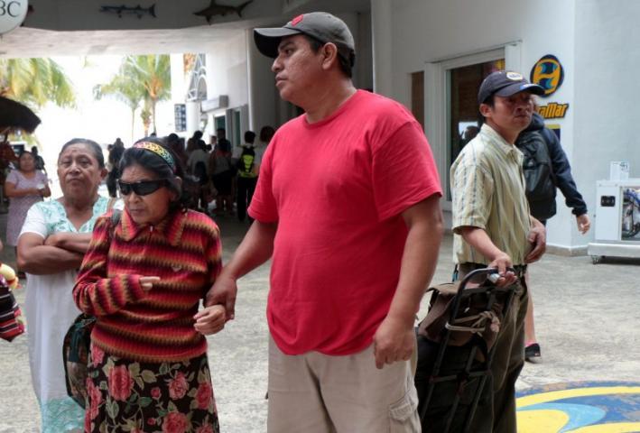 """""""SIGO PENSANDO QUE PRACTICARON CON NOSOTROS"""": Entre la depresión y la angustia, abuelitos que quedaron ciegos tras negligencia médica en clínica privada de Cancún; DIF de Isla Mujeres busca deslindarse y los intimida"""