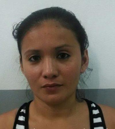 Detienen a salvadoreña junto con 4 menores con documentos falsos en el aeropuerto de Cancún