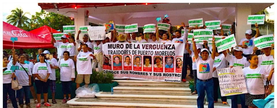 """""""SE VENDIERON Y LOS PREMIARON"""": Con marcha de repudio, inicia funciones Concejo del nuevo municipio de Puerto Morelos; """"traidores"""", les gritan"""