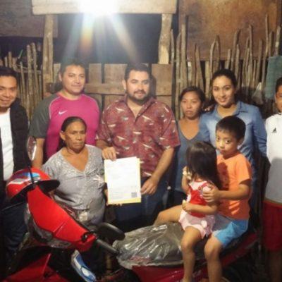 Tras ser exhibidos, colaboradores del Alcalde Mauricio Góngora entregan premio de rifa 'prometido'