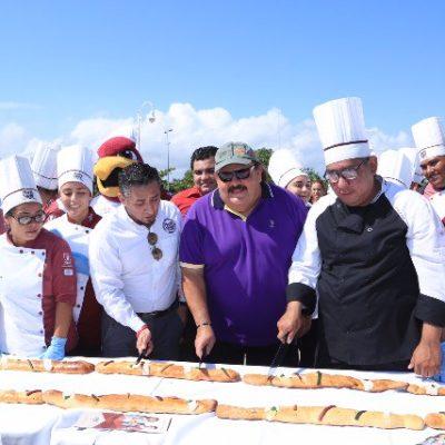 Parte Abuxapqui rosca de 510 metros en la Explanada de la Bandera en Chetumal