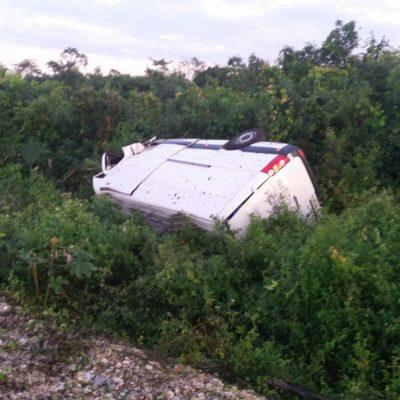 Se vuelca vagoneta en la autopista Playa del Carmen-Mérida con saldo de 2 heridos
