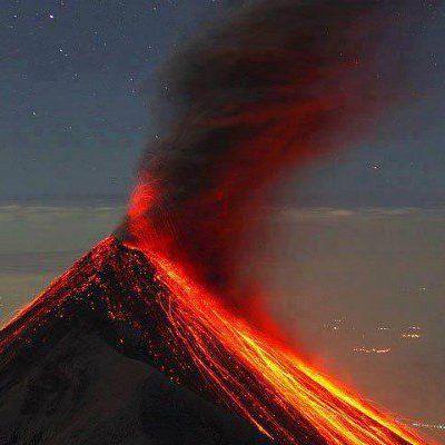 Cierran el aeropuerto de Guatemala por erupción del volcán de Fuego
