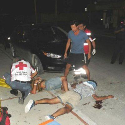 TURISTAS CAEN AL VACÍO EN PLAYA: Cede barandal de condominio y 2 argentinos se desploman desde 5 metros de altura; uno está grave