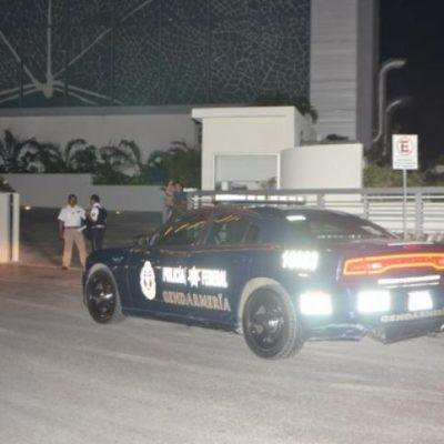 Balazos de por medio, aseguran a supuestos narcomenudistas en Playa Ballenas en Cancún