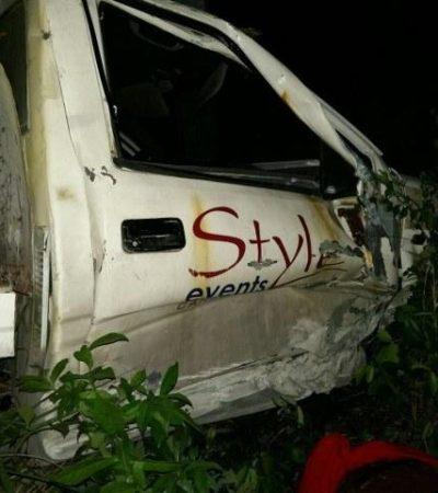 Un muerto y 2 heridos, saldo de accidente frente a Bahía Petempich en la carretera Cancún-Puerto Morelos
