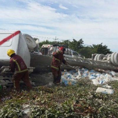 Saldo de 5 lesionados al embestir trailer a 2 vehículos en la carretera libre a Mérida