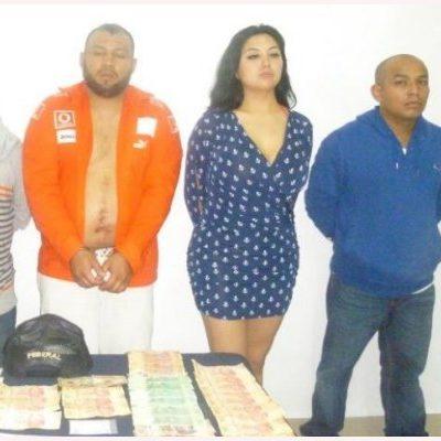 DESARTICULAN NARCO-CÉLULA EN PLAYA: Detienen a 4 hombres y una mujer con drogas en lujosa camioneta; uno se dijo policía federal