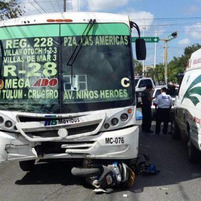 Por pasarse un alto, muere motociclista arrollado por un camión del transporte público en Cancún