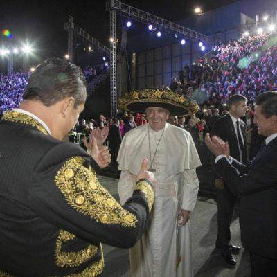 EMPIEZA LA VISITA DEL PAPA CON SHOW ESTILO TELEVISA: Desaparece el Estado laico en la recepción en México a Francisco, el Pontífice