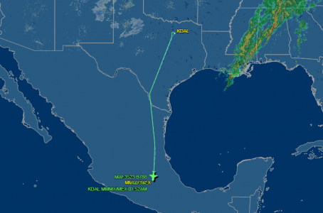 LLEGA EL AVIÓN DE LUJO DE PEÑA NIETO: En la madrugada, aterrizó en la Ciudad de México el polémico Boeing 787-8 Dreamliner