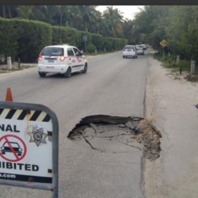 Parcial hundimiento de la carretera Tulum-Boca Paila afecta zona hotelera