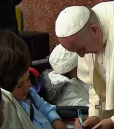 Acude el Papa a hospital infantil sin Peña, pero con 'La Gaviota'