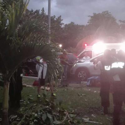 TRAGEDIA EN ZONA HOTELERA: Aparatosa carambola de 5 vehículos en Cancún deja a una mujer prensada; muere en el hospital