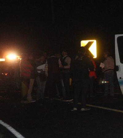OTRO CARRETERAZO EN LAS 'CURVAS DEL DIABLO': Mueren 2 adultos y 1 niño y hay al menos 13 heridos en choque entre auto y una Van en JMM