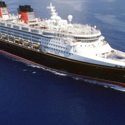 Rescata crucero Disney a 12 balseros cubanos en aguas del Caribe