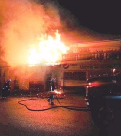 Por una veladora, se incendia taller de hojalatería en la Región 92 de Cancún