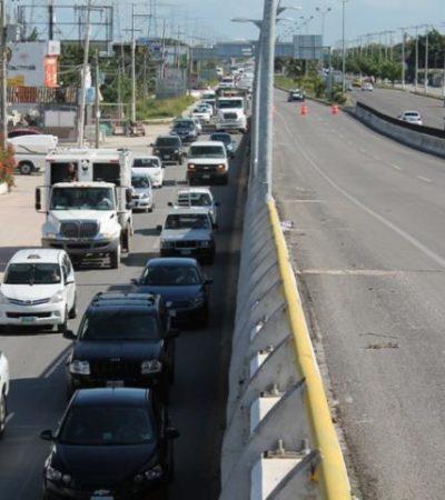 Provoca caos vehicular el cierre parcial por reparaciones del puente en Playa del Carmen