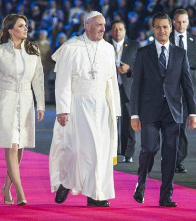 CRITICAN A 'LA GAVIOTA' POR SU ATUENDO ANTE EL PAPA:  Que la esposa de EPN violó el protocolo al portar un vestido perla durante la recepción a Francisco