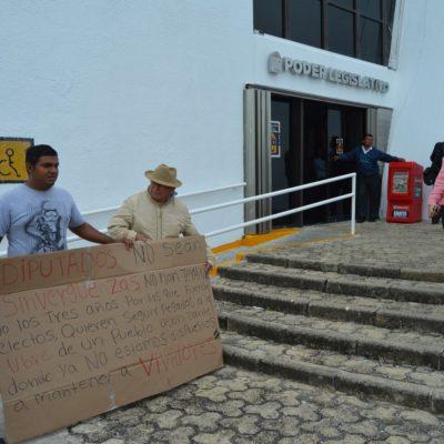 Protestan 'morenistas' en el Congreso de QR contra los diputados 'chapulines'