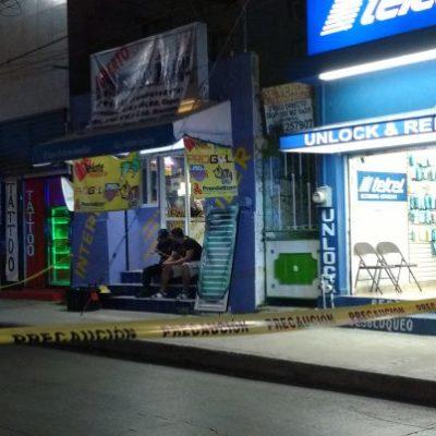 INTENTAN ASESINATO EN PLENO CENTRO DE PLAYA: Solitario atacante hiere con arma blanca a un hombre en negocio de tatuajes en la Avenida 30