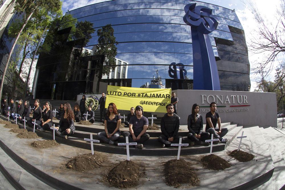 DÍA DE LUTO NACIONAL: Entregan a Profepa 917 denuncias contra el proyecto en Tajamar y, en el DF, Greenpeace protesta contra Fonatur
