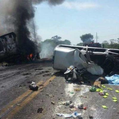 TRÁGICO ACCIDENTE EN TABASCO: Seis muertos y 2 heridos graves deja choque de trailer contra combi en la vía Villahermosa-Frontera