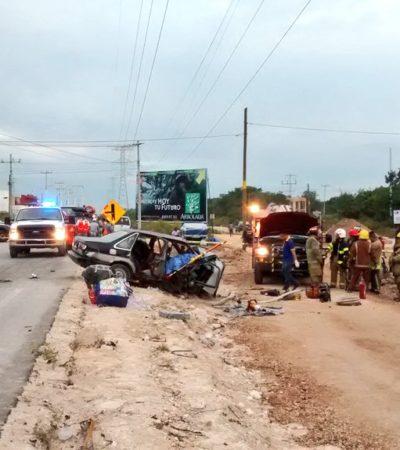 TRÁGICO ACCIDENTE MAÑANERO EN CANCÚN: Repartidor de pollos choca a un auto y muere prensada una mujer en la Avenida Huayacán