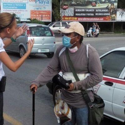 DETIENEN A VULGAR ESTAFADOR: Desenmascaran a falso enfermo que pedía limosna a automovilistas en Tulum