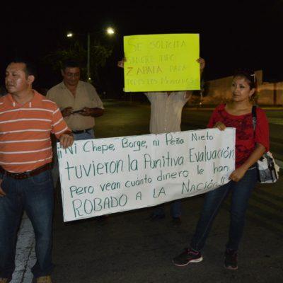 PROTESTAN POR DESPIDOS DE MAESTROS: En Cancún y en OPB, padres y profesores salen a las calles para denunciar secuelas de reforma educativa