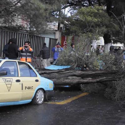 Muerte de 3 personas y daños deja temporal que azota varios estados del país