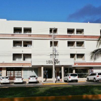 SUSPENDE PROFECO HOTEL EN CANCÚN: En plena Semana Santa, funcionario federal encabeza operativo mediático en el principal destino de QR