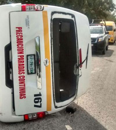 Vuelca combi en carretera Cafetal-Mahahual con 14 personas; hay al menos 9 heridos