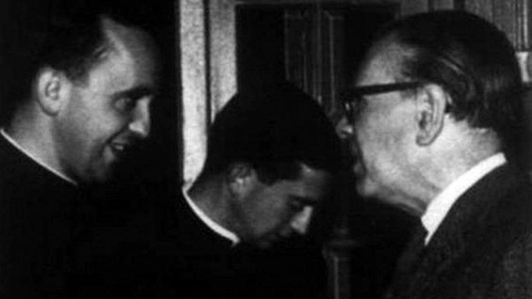 """""""TODA CASA ES UN CANDELABRO"""": Rinde el Papa Francisco un pequeño homenaje al escritor Jorge Luis Borges en su exhortación apostólica"""