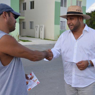 Recorre candidato del PT en Puerto Morelos Villas La Playa para pedir el voto