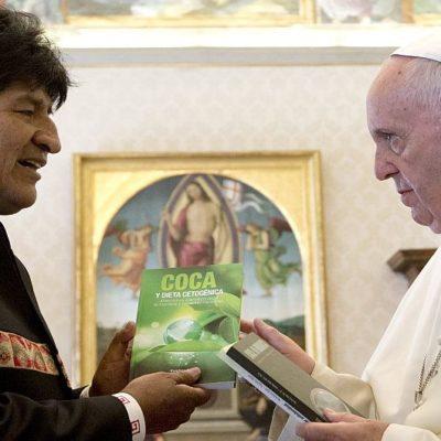 EVO LE ACONSEJA AL PAPA QUE LE ENTRE A LA COCA: Disparatado encuentro entre el presidente de Bolivia y el Pontífice en el Vaticano