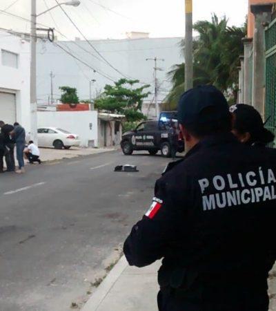 REPORTAN APUÑALADO A UNOS PASOS DE LA BONAMPAK: Dejan supuesto mensaje del narco junto a hombre atacado en la SM 64 de Cancún