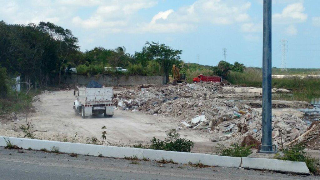 VALLA HUMANA CONTRA OTRO ECOCIDIO:  Nuevo caso de devastación ecológica por relleno de manglar junto a laguna Nichupté en plena Zona Hotelera de Cancún