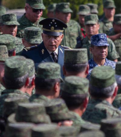 """""""NOS DENIGRAN COMO SOLDADOS"""": A toro pasado, General Cienfuegos ofrece una """"sentida disculpa"""" por caso de mujer torturada por militares"""