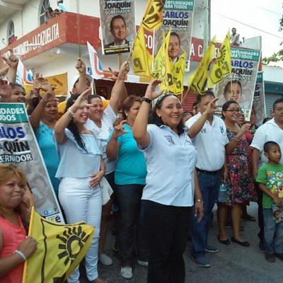 Recorre Cristina Torres la colonia Nicté-Ha de Playa del Carmen y pide a vecinos votar por el cambio