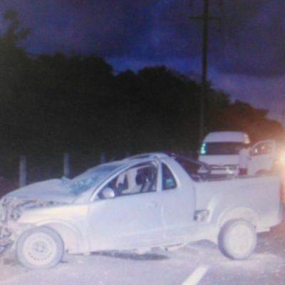 TRÁGICO ACCIDENTE EN LA RIVIERA MAYA: Muere una mujer y un menor queda herido al chocar camioneta contra poste en la carretera Playa-Tulum