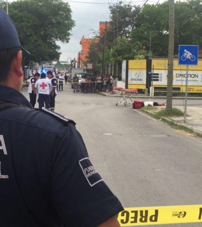 CRIMEN EN EL CORAZÓN DE LA ZONA MAYA: Muere apuñalada en plena calle una mujer, empleada de una caja de ahorro en Felipe Carrillo Puerto