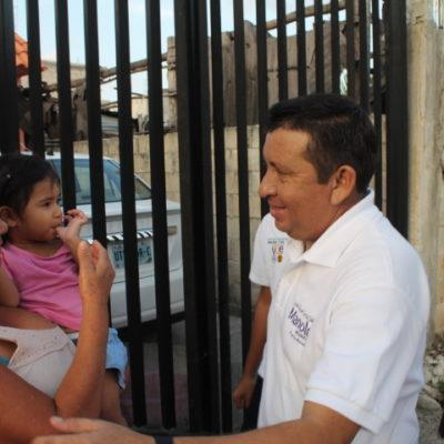 Camina Manuel García las calles de Leona Vicario y Puerto Morelos en busca del voto