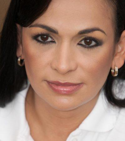 REPUDIAN A LAURA EN PUERTO MORELOS: Rescata la policía a candidata del PRI-PVEM-Panal tras recibir rechiflas e insultos durante recorrido por el poblado