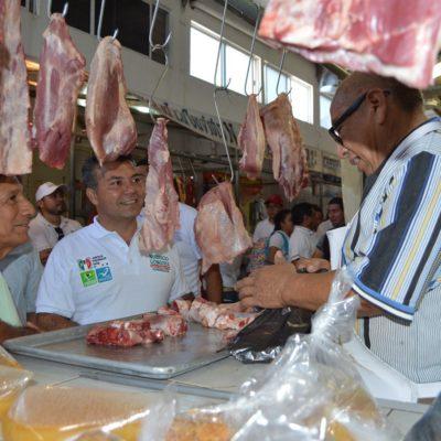 Recorre Mauricio el mercado 'nuevo' de Chetumal
