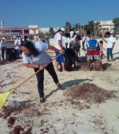 En el Día Mundial de la Tierra, pide Cristina Torres cuidar las playas de la Riviera Maya y se suma a una brigada de limpieza